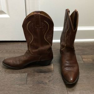 Brown leather cowboy boots! Good condition